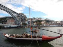 Bateau transportant des fût de Porto