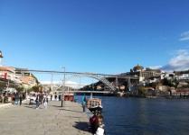 Pont Dom Luis en arc avec une route inférieure et une ligne de métro surélevée