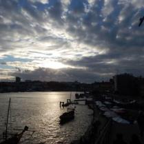 vue des quais de Porto à la tombée de nuit