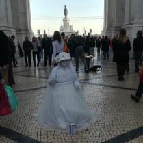 statue humaine en mariée