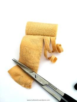 découper des bandelettes de 3 à 5 mm